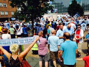 Thousands pack in Broadgate Square