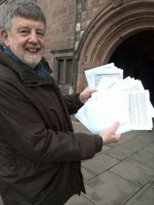 Dave Nellist presents petition calling on Council to fight the cuts